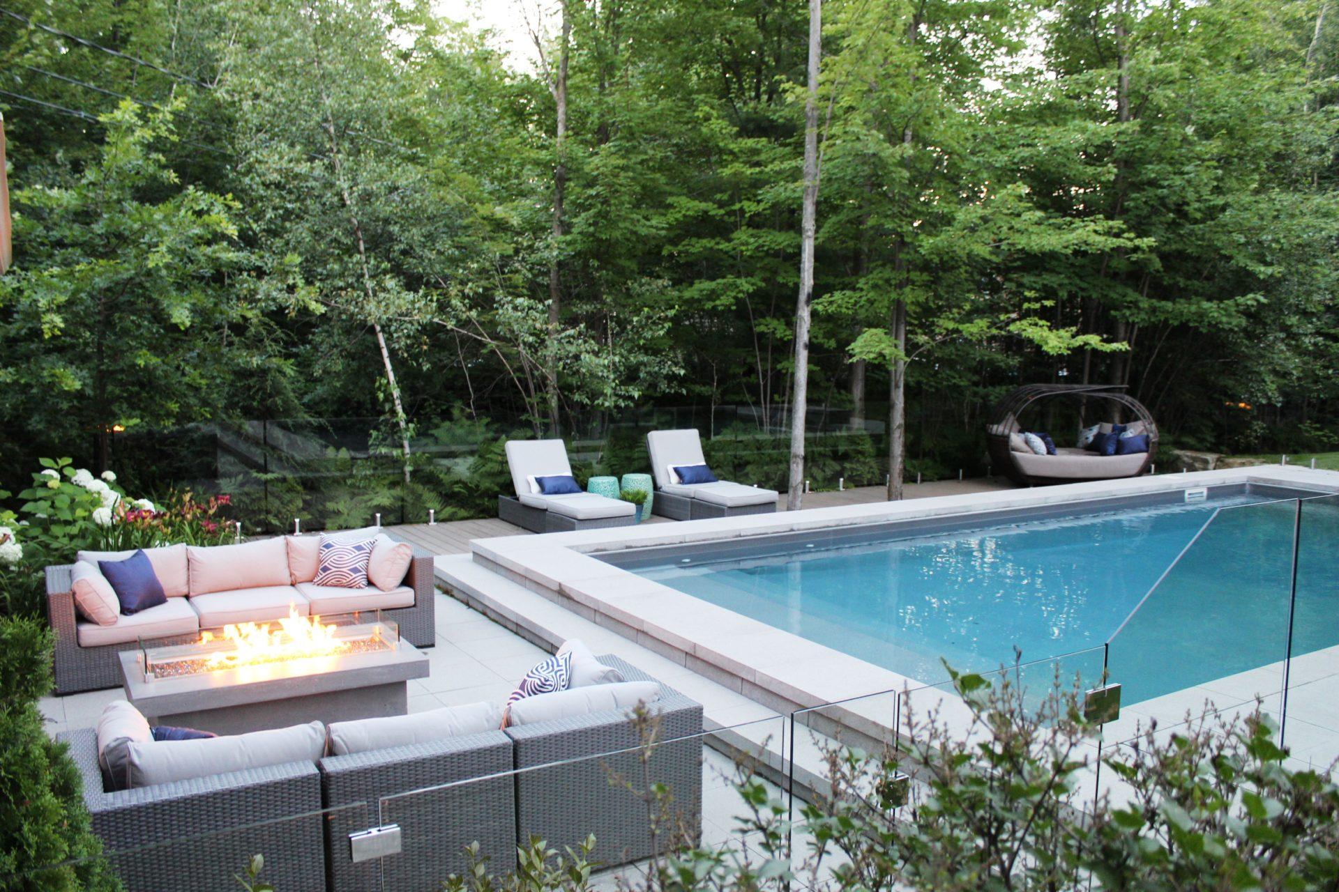 l'art d'aménager des zones de vie à proximité de la piscine