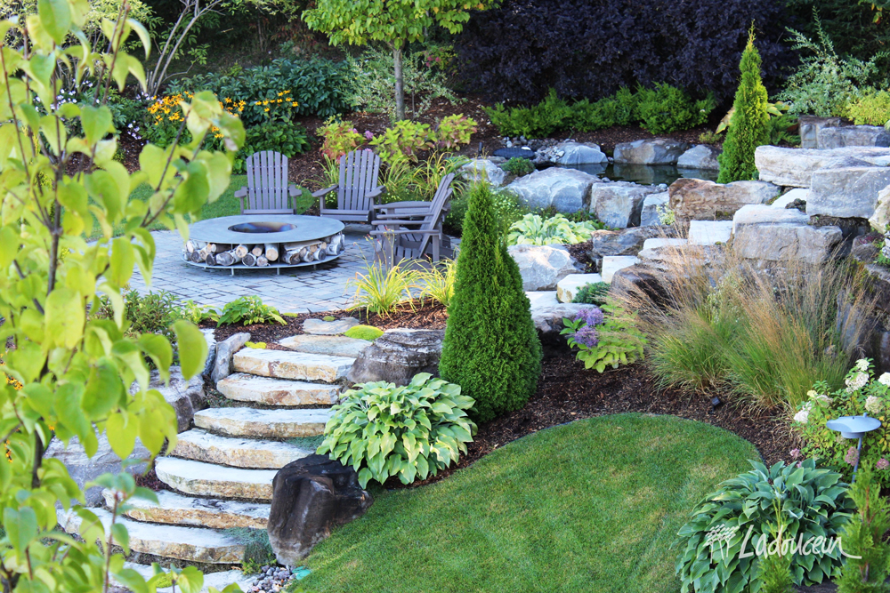 Terrasse des cascades jardin aquatique espace de rencontre coin feu escalier pierres naturelles web
