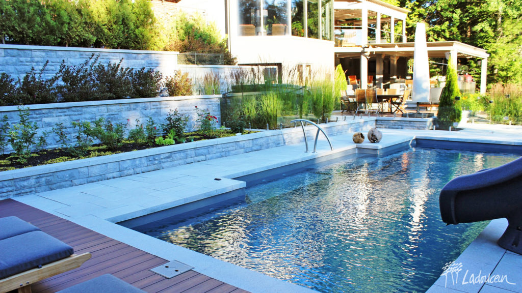 Am nagement paysager de r ve zones inspirantes ladouceur - Amenagement bord de piscine ...