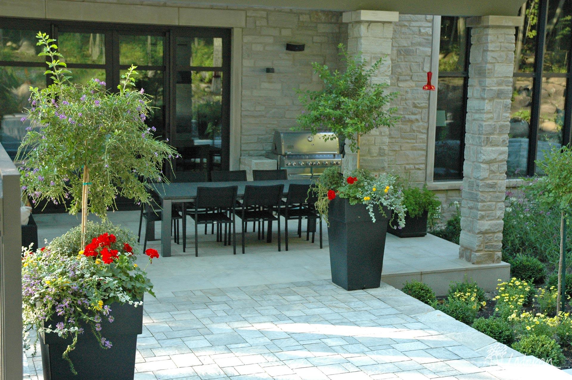 Cuisine extérieure avec patio en pierres st marc ladouceur